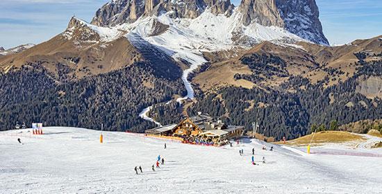 Skifahrer in Pozza di Fassa